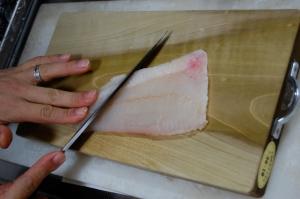 Shinji slicing hirame with his yanagibocho